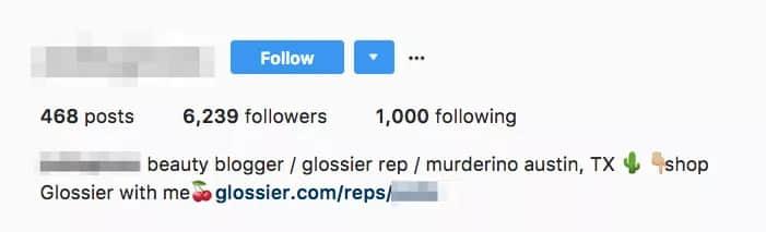 Instagram上一位Glossier 「代言人」的简介。